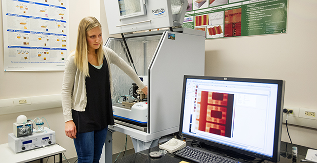 Julia Oxford in lab
